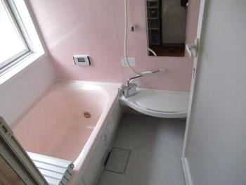 まるで新築のようになり感動しました。これから毎日のお風呂が楽しみです。
