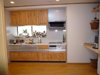 木の木目がとてもかわいらしいキッチンに生まれ変わり料理が楽しくなりました。