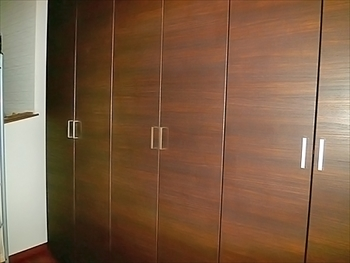 大容量の玄関収納ですっきりした玄関スペースになり、とても満足です。